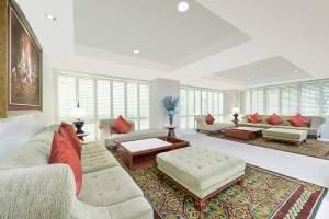 Lobby (24 hrs) L Floor